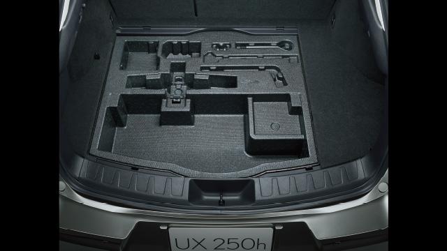 デッキアンダーボックス[アクセサリーコンセント (AC100V・1500W / フロントセンターコンソールボックス後部・ラゲージルーム内) 選択時]